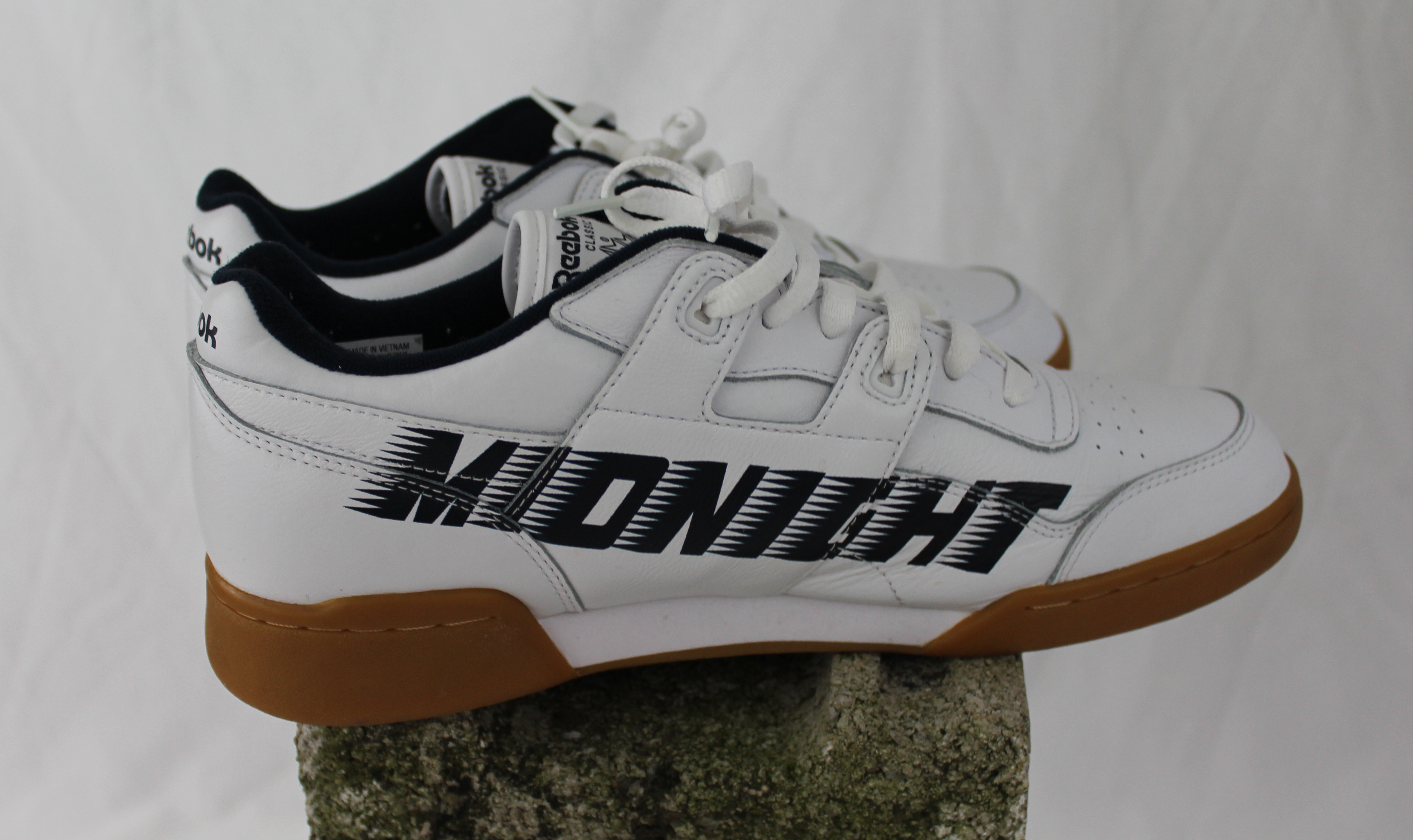 c5aa1cc10ca6 Reebok Midnight Rave Sneakers Size 11 - Low-Top Sneakers for Sale - Grailed
