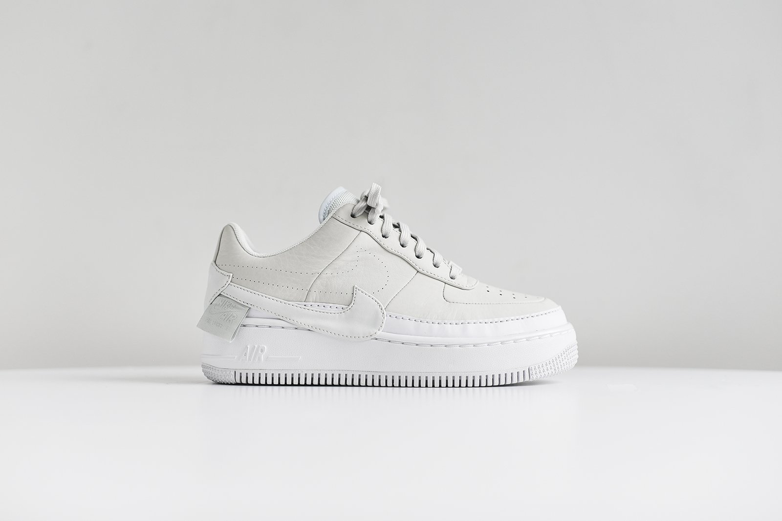 1aa60a9b2e22 Nike ×. NIKE WMNS AIR FORCE 1 JESTER XX OFF WHITE