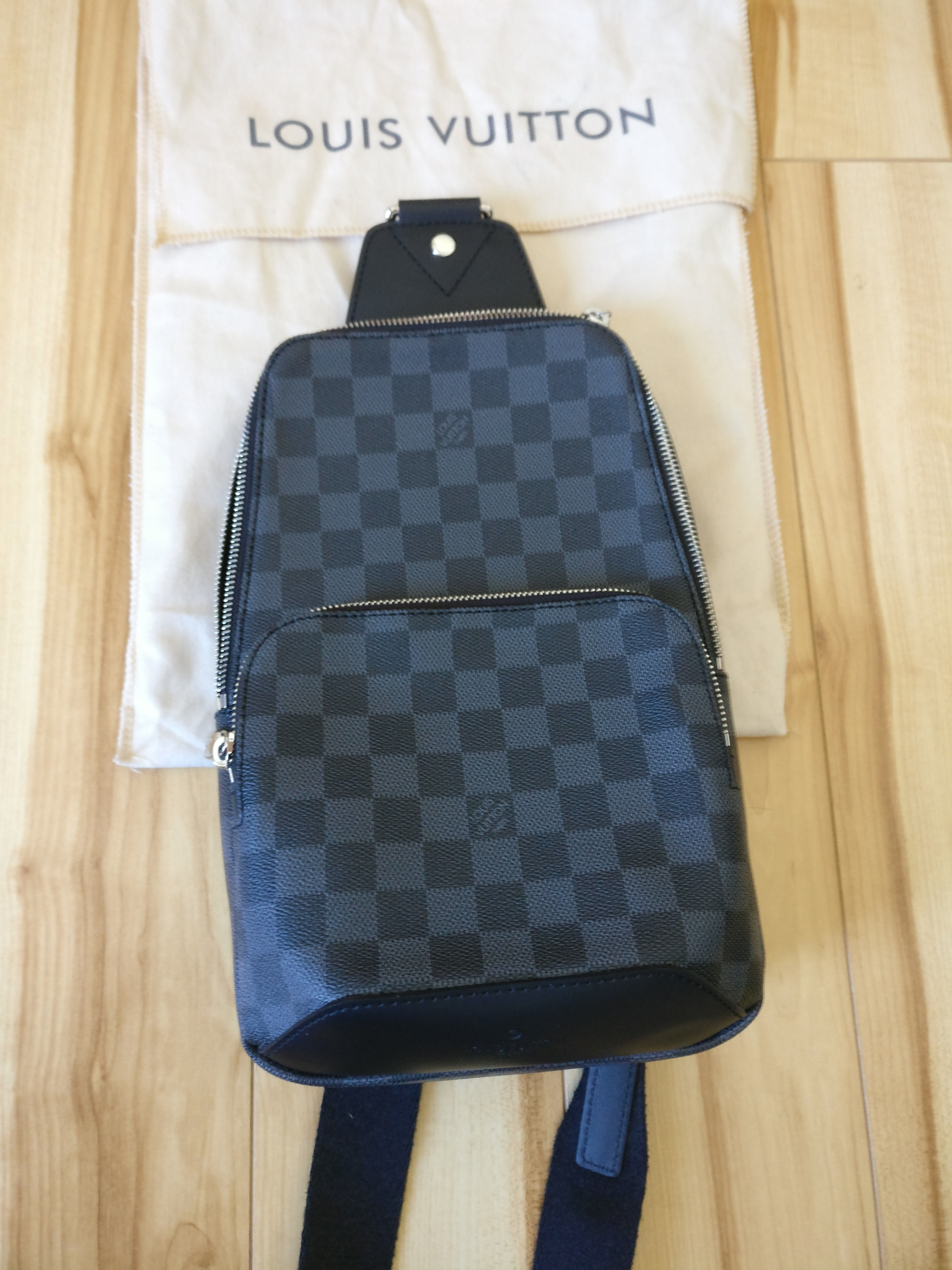 Louis Vuitton Louis Vuitton Avenue Sling Bag Size one size - Bags   Luggage  for Sale - Grailed 15006168d9e8f