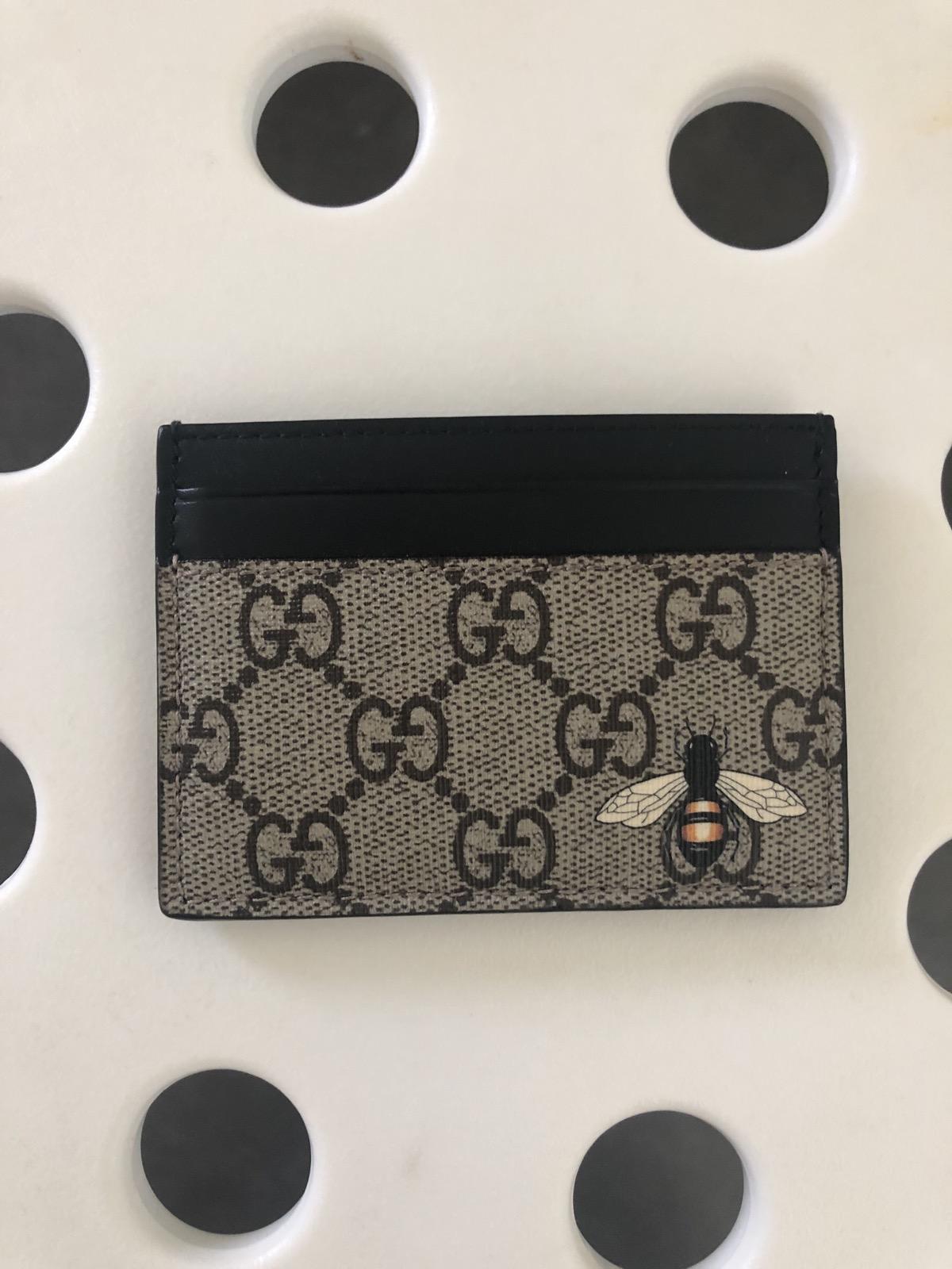 e304af7dc0c Gucci ×. Gucci Card Case Bee print GG Supreme. Size  ONE SIZE