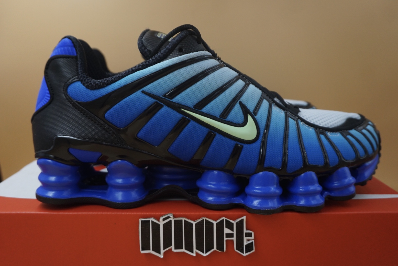 superávit intermitente Escoger  Nike Nike Shox Tl Black Vapor Green Racer Blue Av3595 009 | Grailed