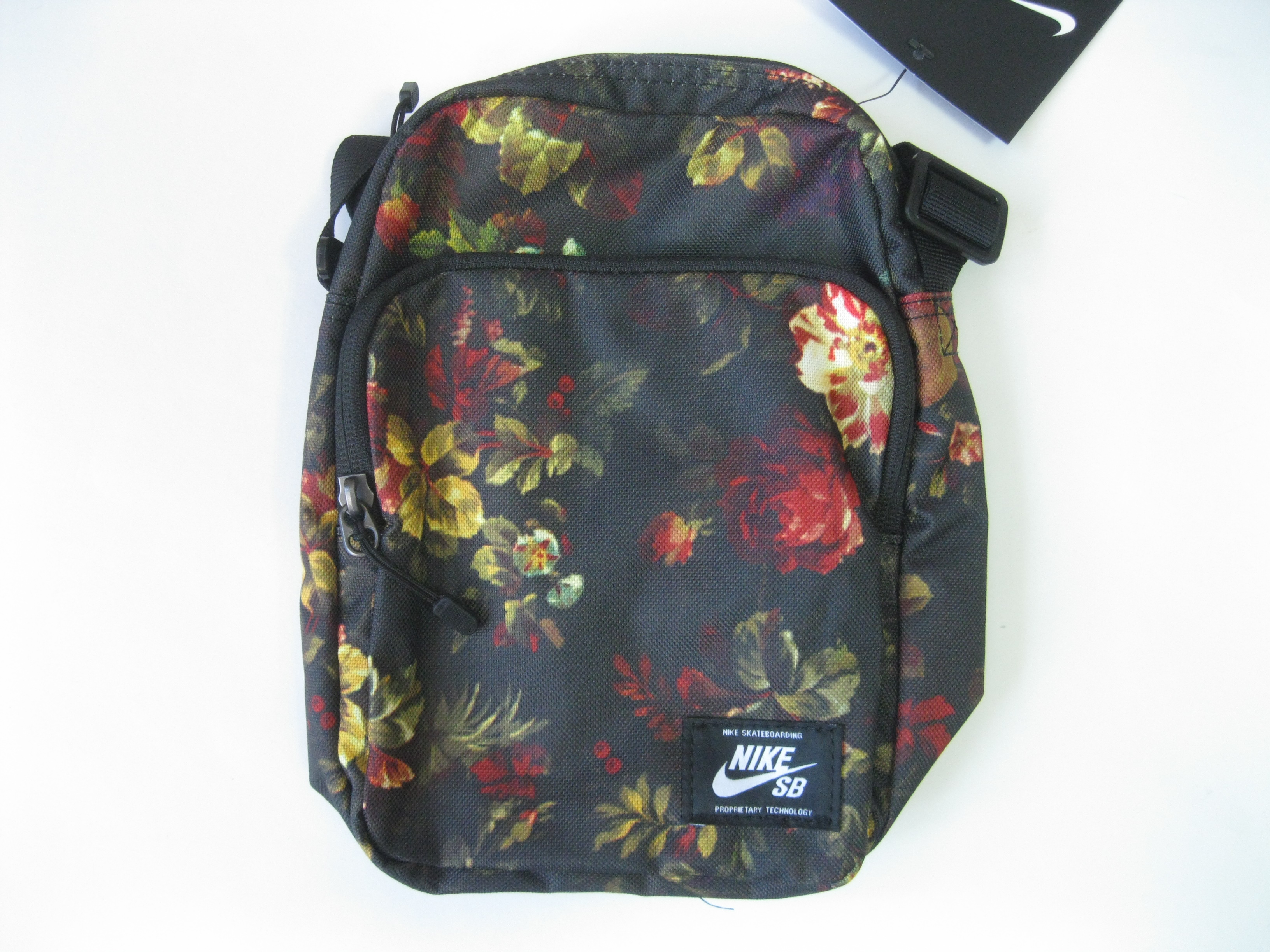 ab06d25b4f97 Nike SB Heritage Small Items Shoulder Bag Floral Size one size - Bags    Luggage for Sale - Grailed