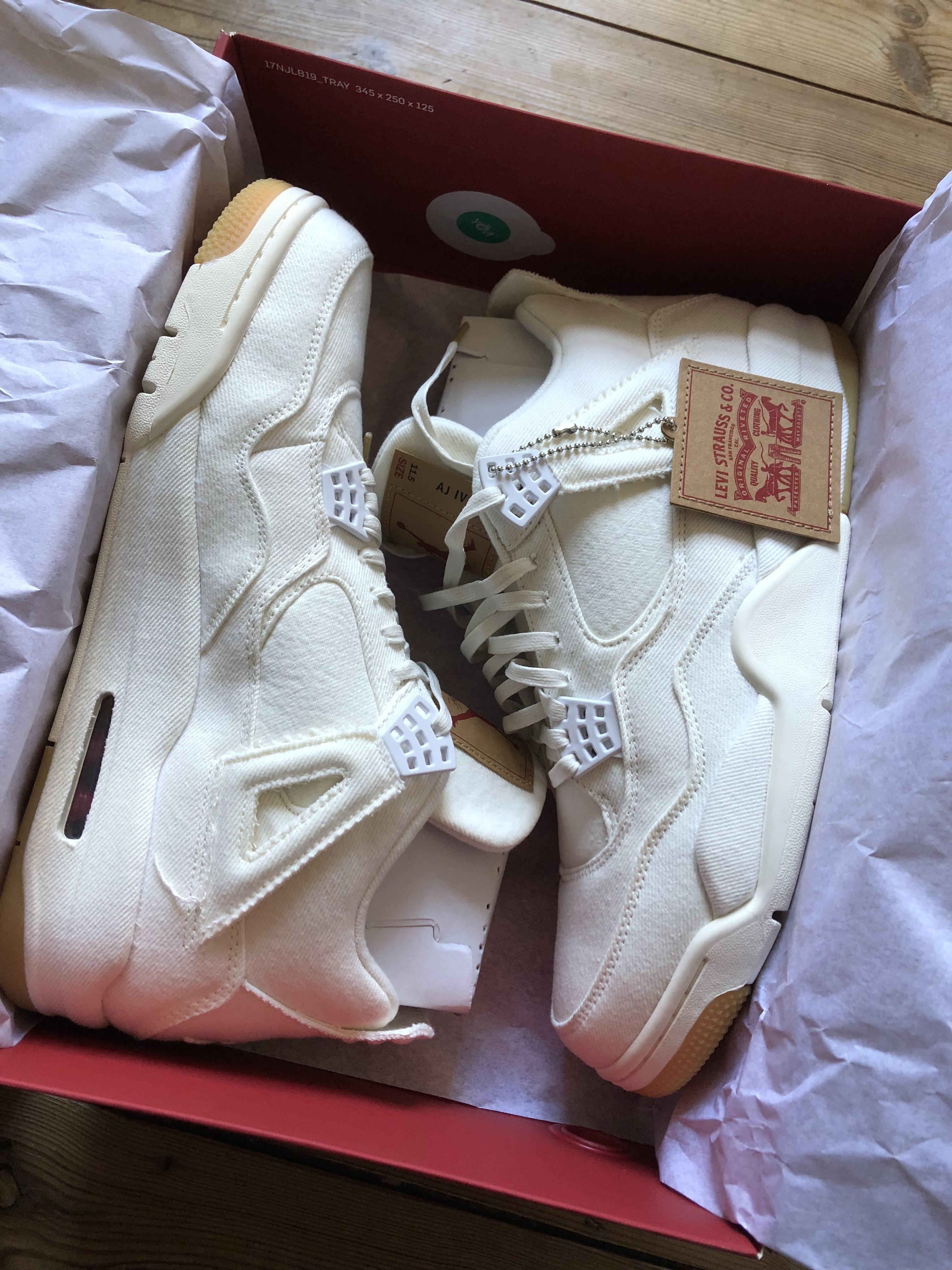 cheap for discount a025e f553d Jordan 4 (IV) Retro Levi's White (Levi's Tag)