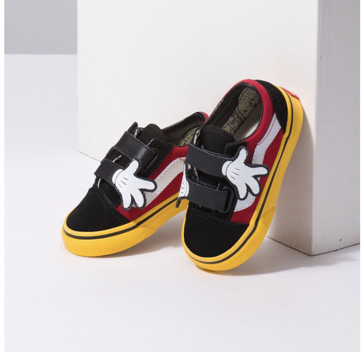 5cf58e3b93 Vans Vans X Disney Old Skool V (mickey Hugs   Yellow)    4.5 Toddlers