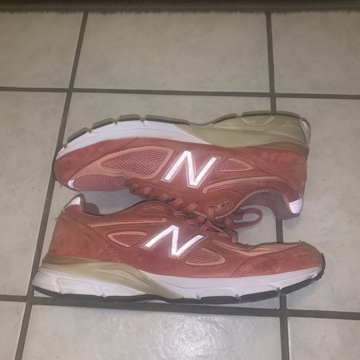 separation shoes 644d6 d3709 New Balance 990 V4 SALMON