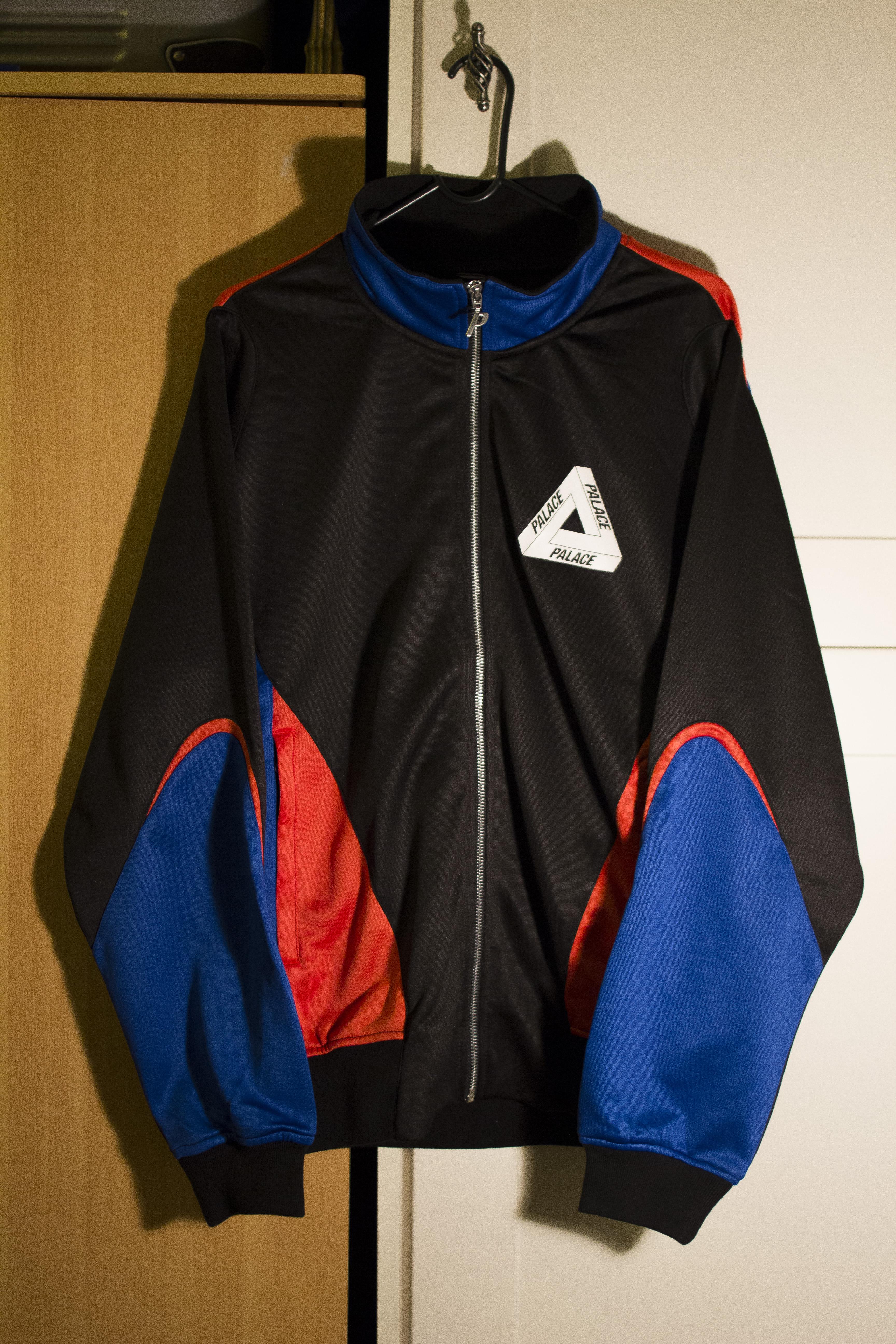 9831273fd5c6 Palace P-KNIT TRI FUNNEL BLACK   ROYAL   CAYENNE Size m - Light Jackets for  Sale - Grailed