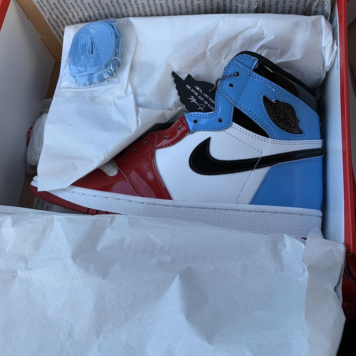Air Jordan 1 Retro High OG Fearless unc Chicago men size 9