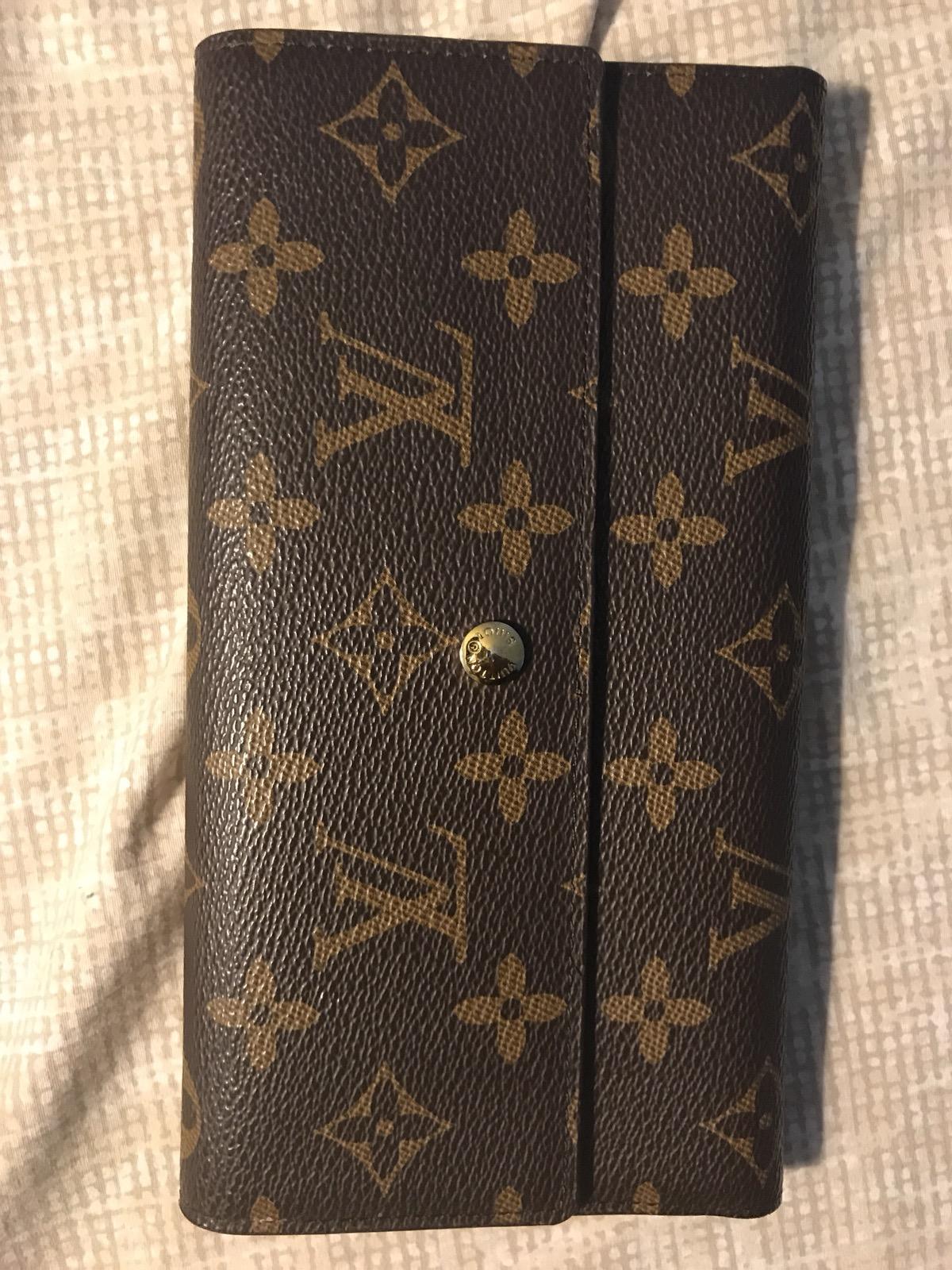 8db3912293945 Louis Vuitton Foldable Wallet 0