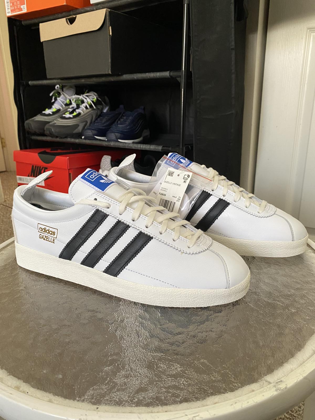 Adidas Adidas Gazelle Vintage White Black Mens Sneakers size 10