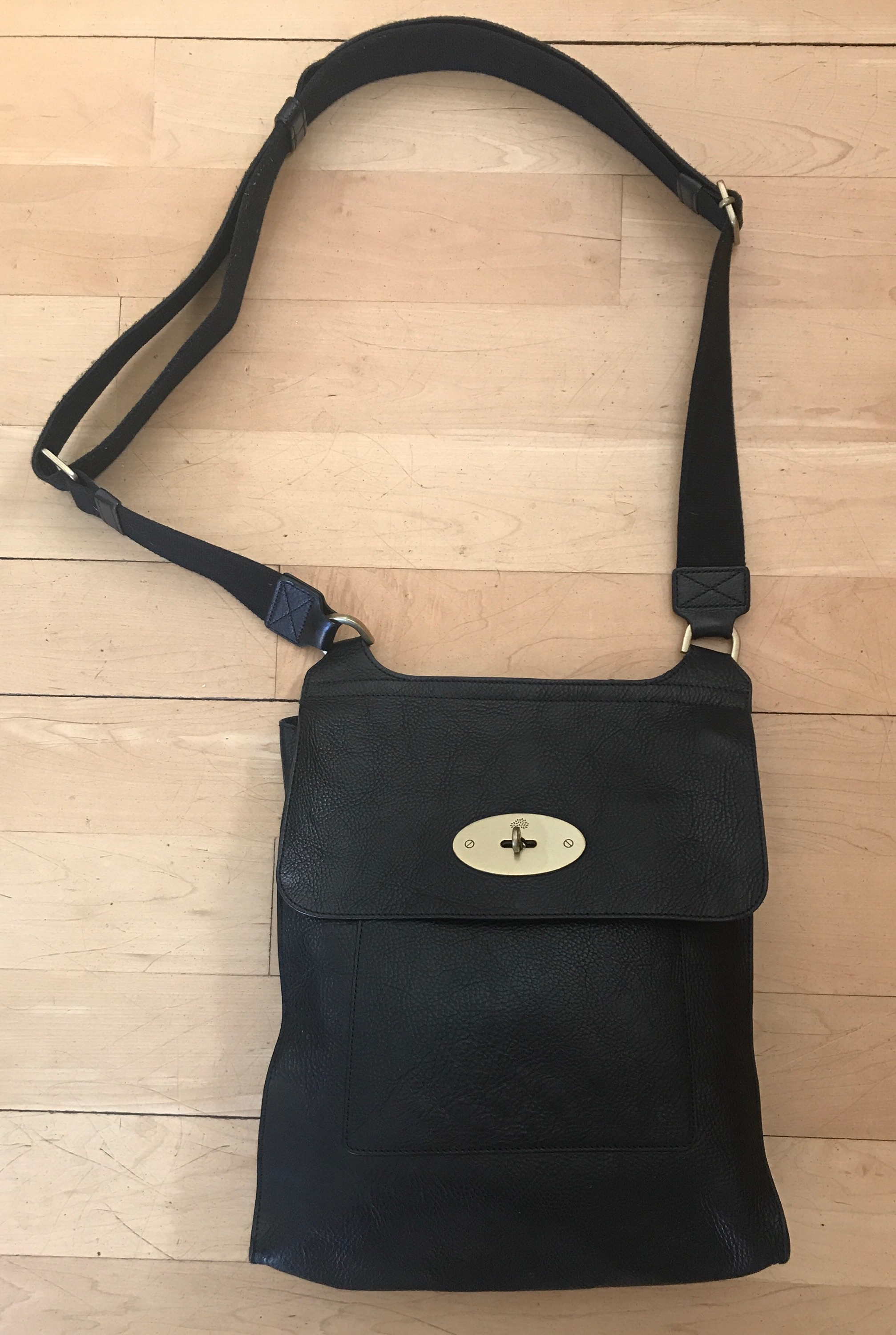 Mulberry. The Antony Classic Unisex Messenger bag in black. Size  ONE SIZE b8d593a18f4c7