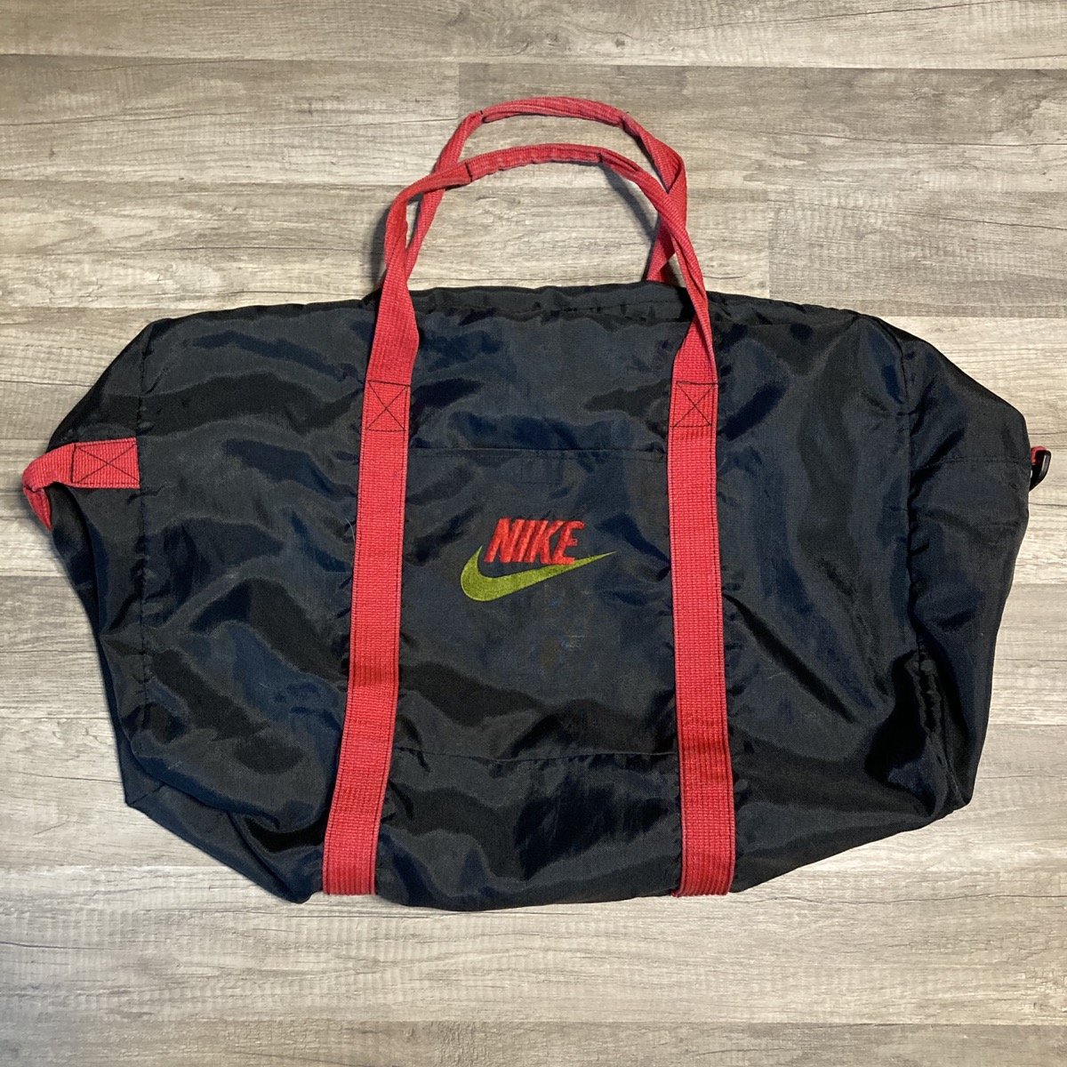 lucha tanto diario  Nike Large Vintage Nike Gym Bag. Grey Tag. | Grailed