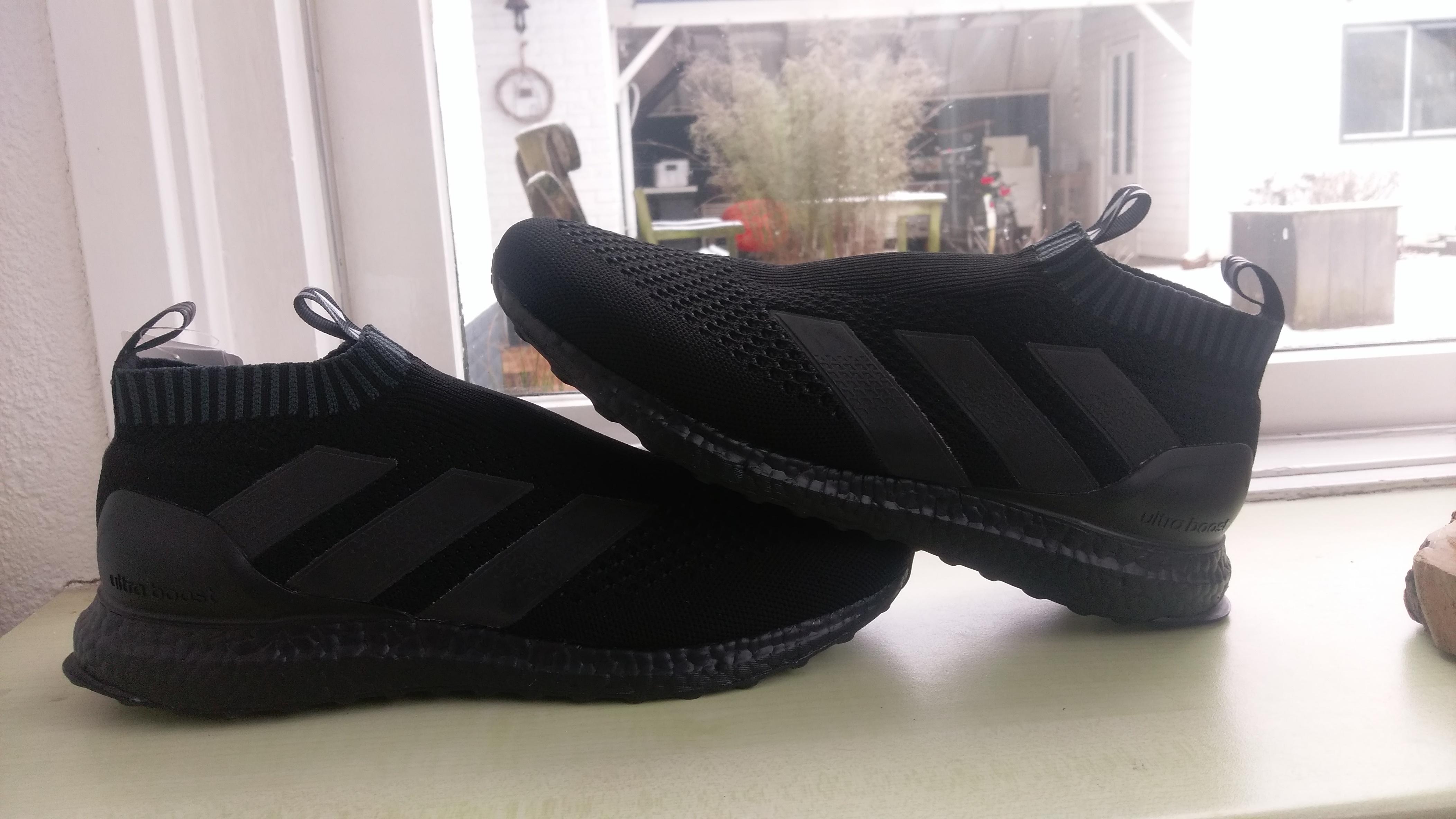 adidas ACE 16 PureControl Ultra Boost Triple Black Sneaker