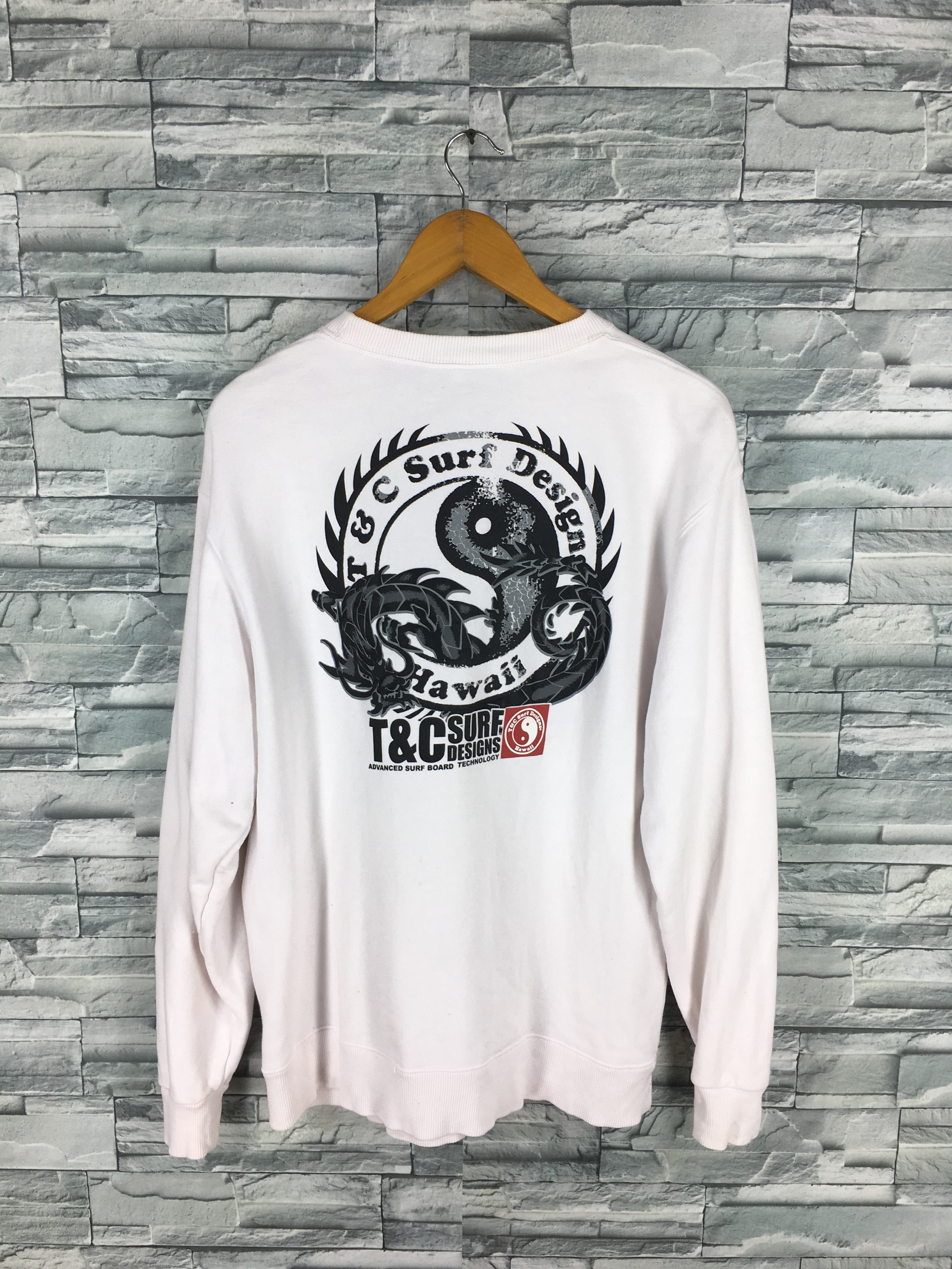 3b32b868648d7 Vintage. T C SURF Design Men Large Jumper White Crewneck Surfing Vintage  90 s ...