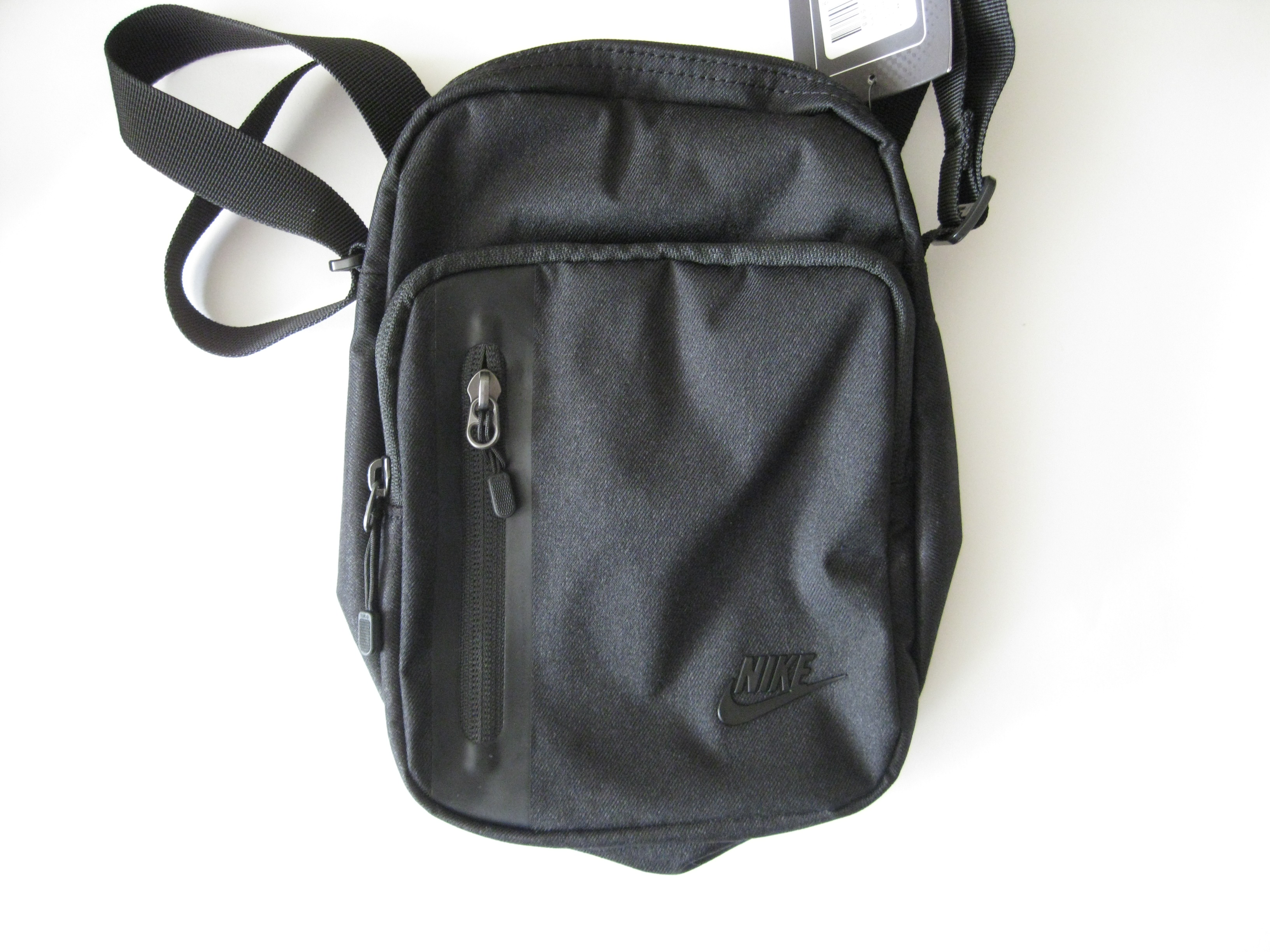 f4289f12927 Nike Core Small Items 3.0 Messenger Black   Grailed