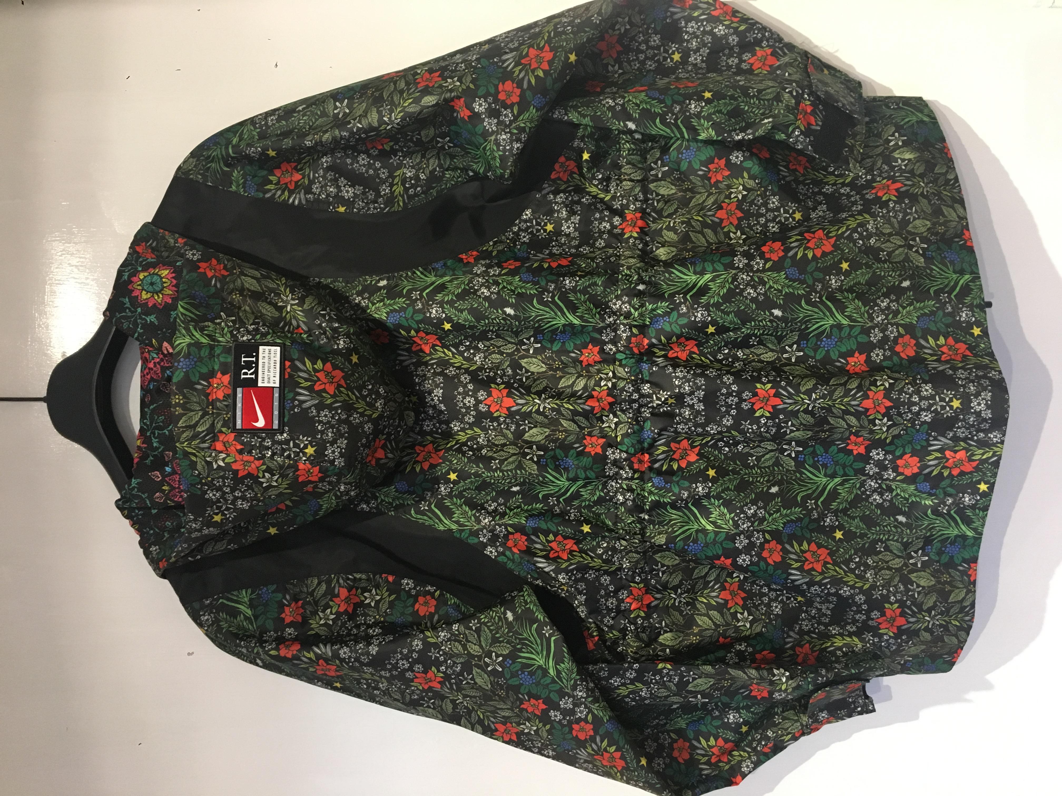 Nike NIKE NikeLab x RT Womens Floral Jacket (827069-010) riccardo ... 6b761aa31