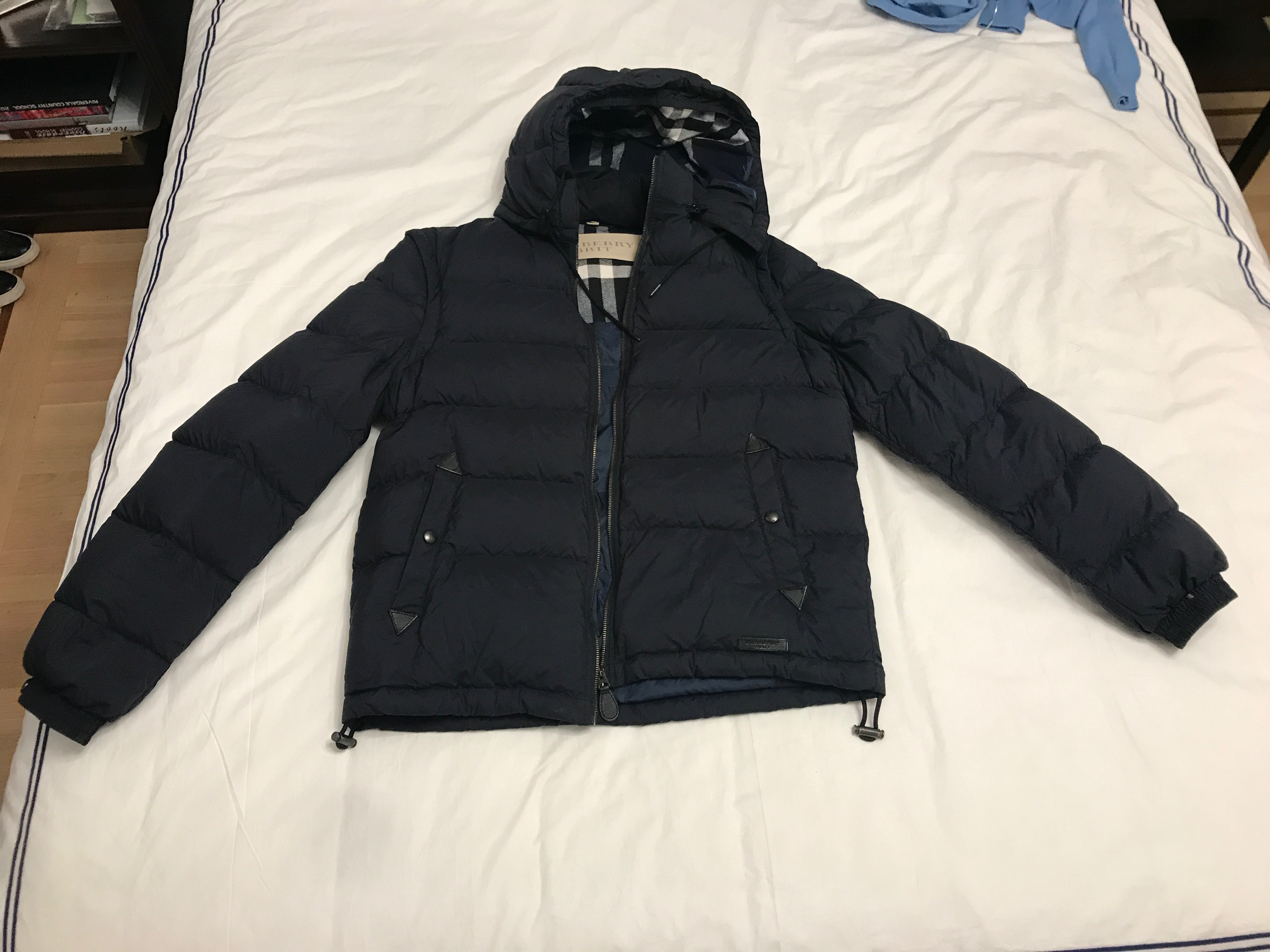 4330ee578961 Burberry ×. Navy Blue Detachable-sleeve Down-filled Puffer Jacket