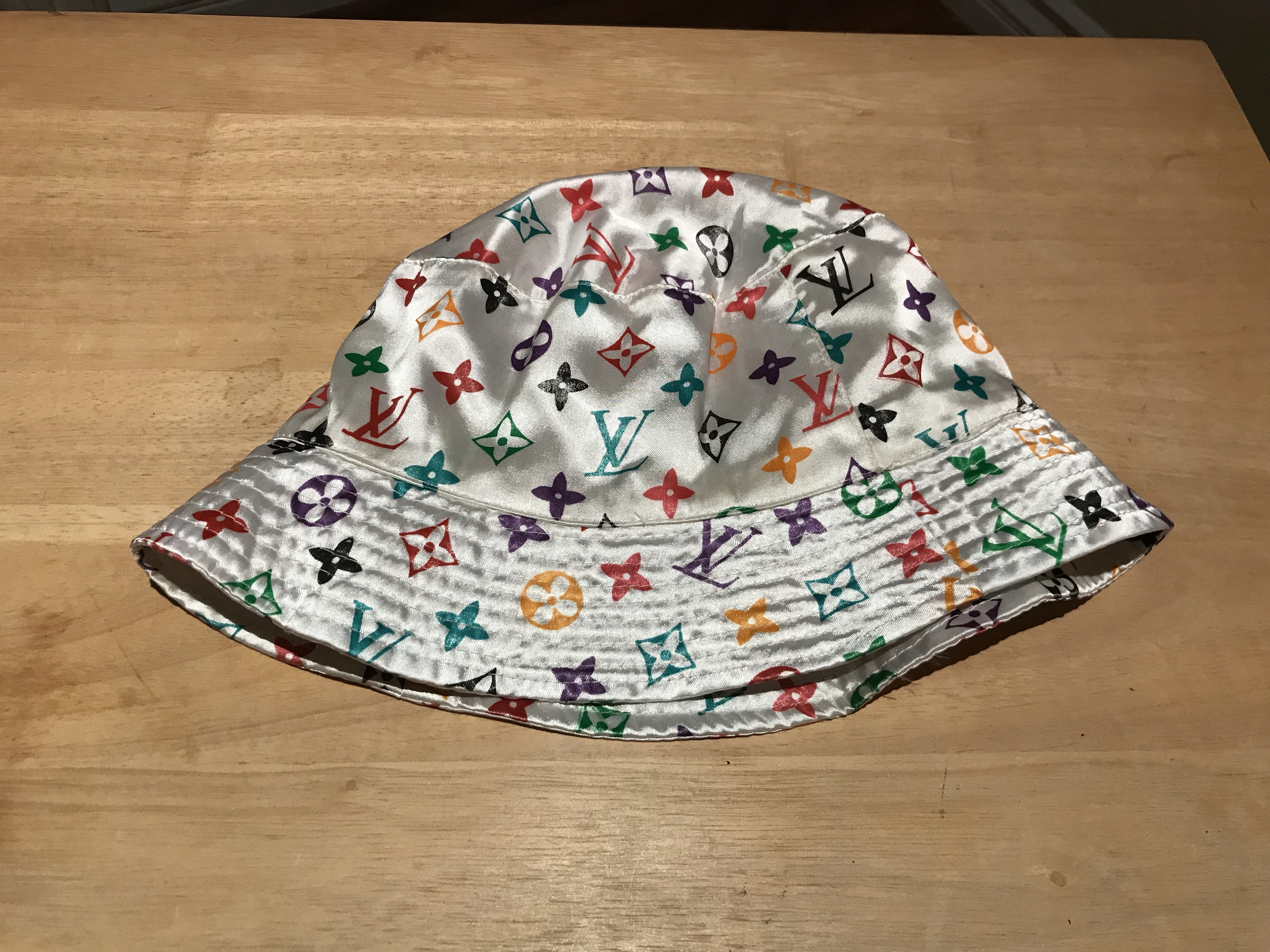 14676e664c394 Other ×. LV Bucket hat