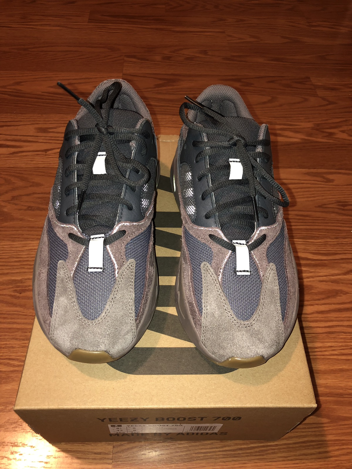 newest 42147 c7037 Yeezy Boost 700 Wave Runner Mauve