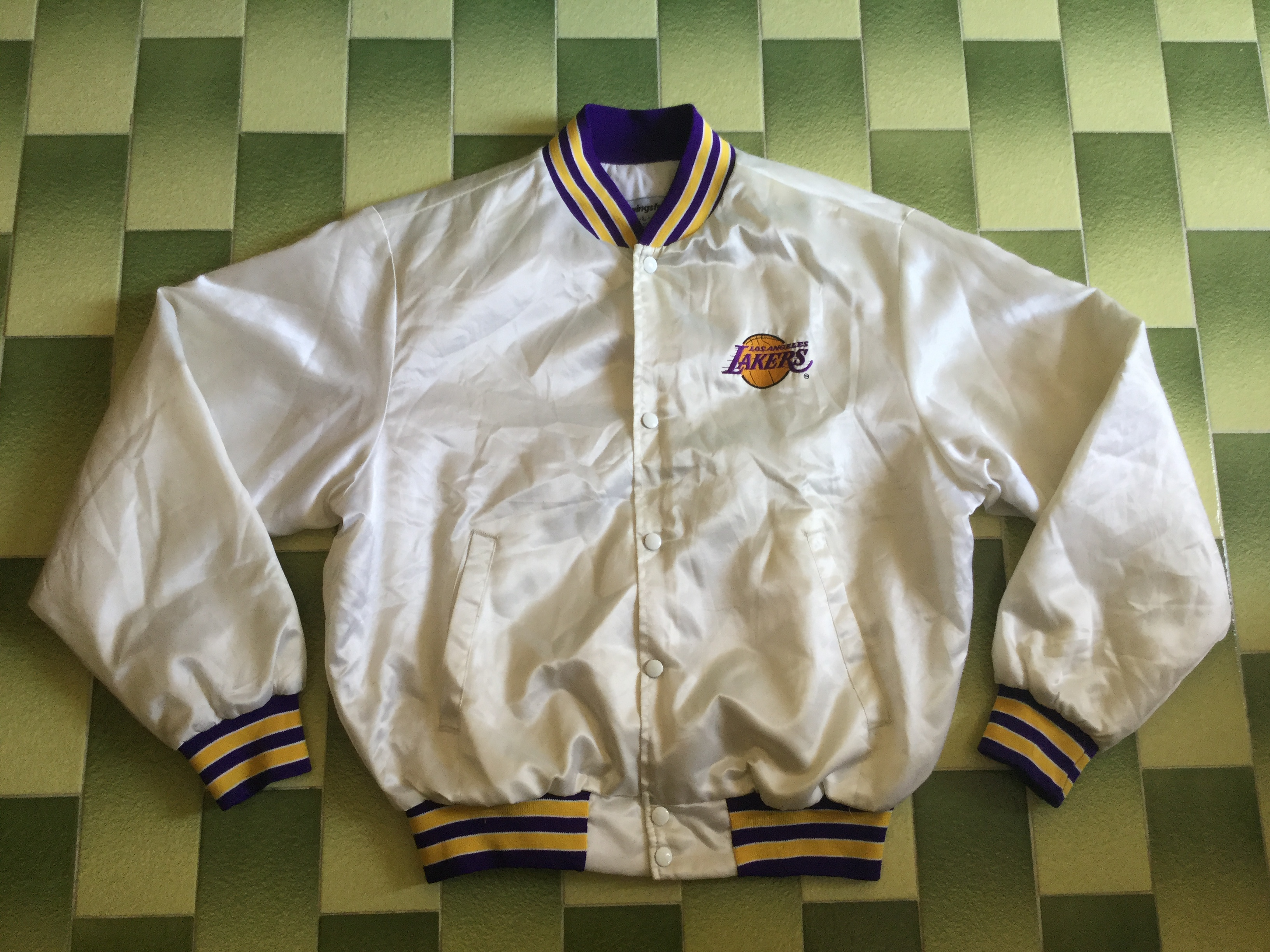 Vintage Los Angeles Lakers Satin jacket Size L (FREE Lakers MPLS Jacket kid size)