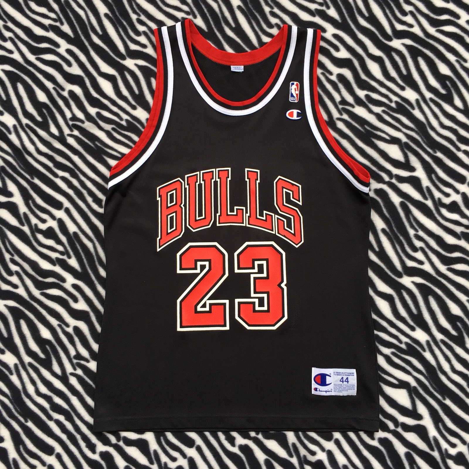 newest 16b39 131bb Vintage Champion Chicago Bulls Jordan Jersey Size 44 Red Black 23 Large