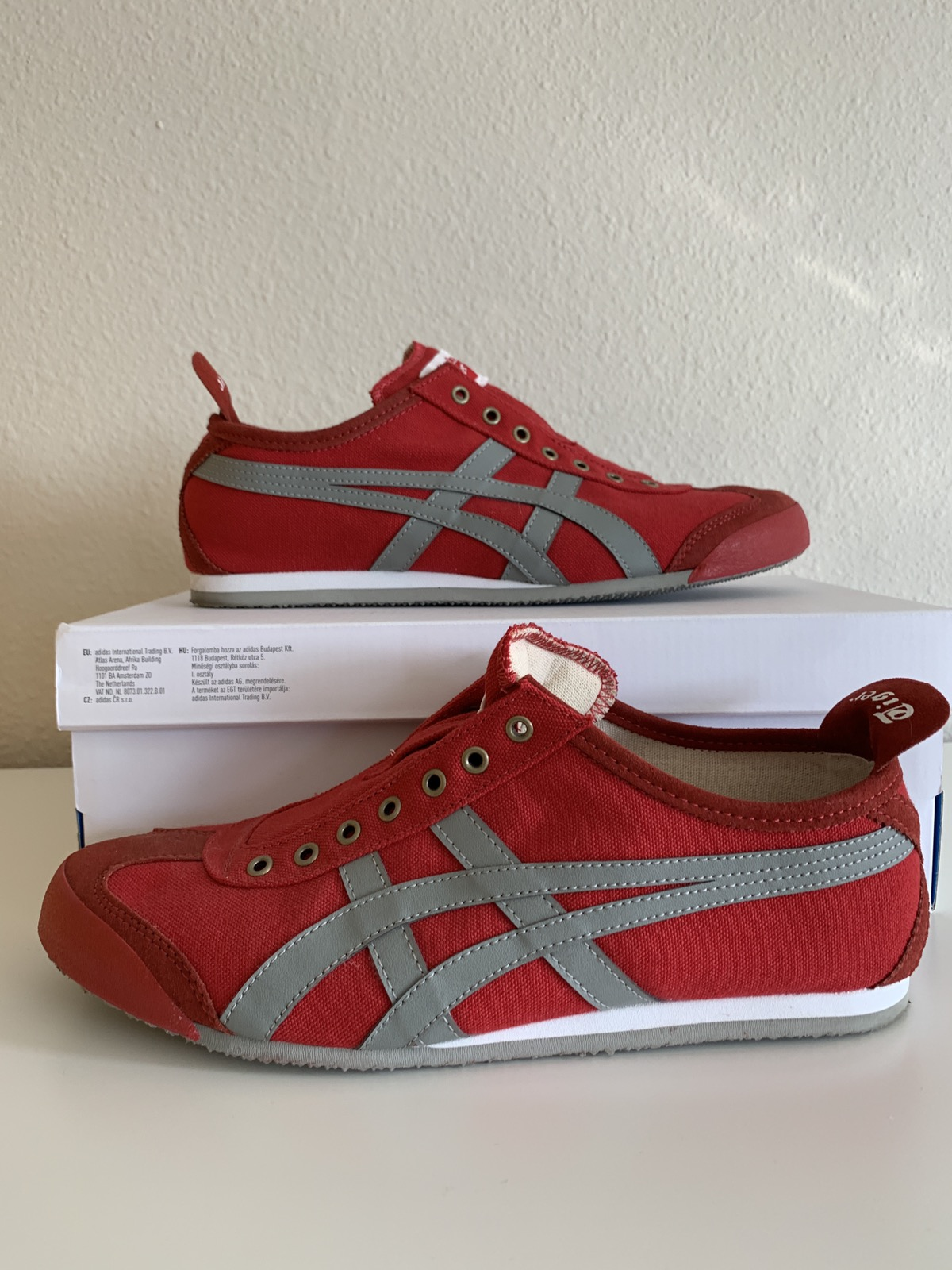official photos 034f9 7a8eb Onitsuka Tiger red with grey stripes sneakers