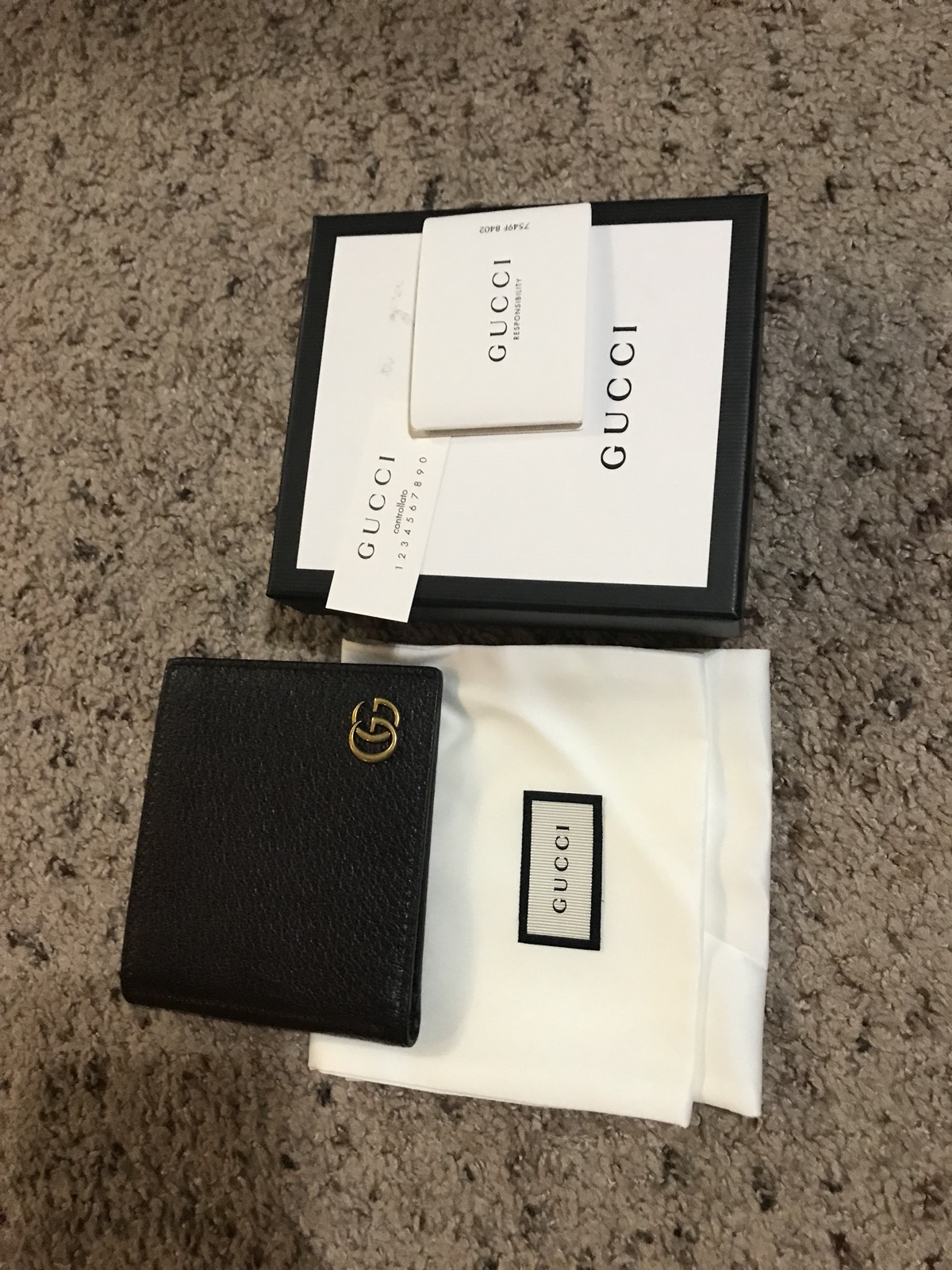 2302adc74a4 Gucci Gucci Gg Marmont Leather Bi-fold Wallet