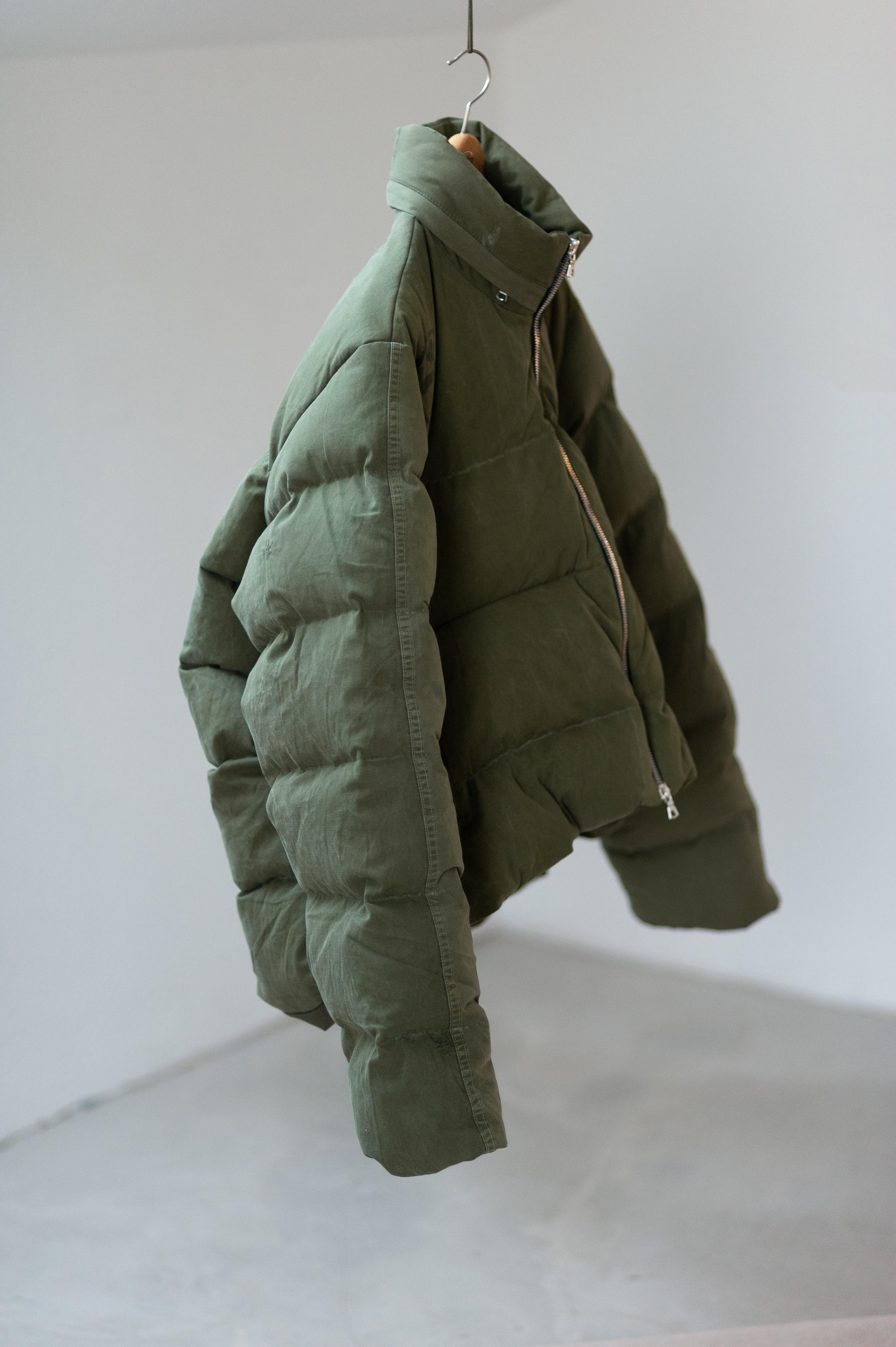 HAND MADE VIETNAM TWILL RECONSTRUCTED C-SHAPE PUFFER DOWN JACKET READYMADE