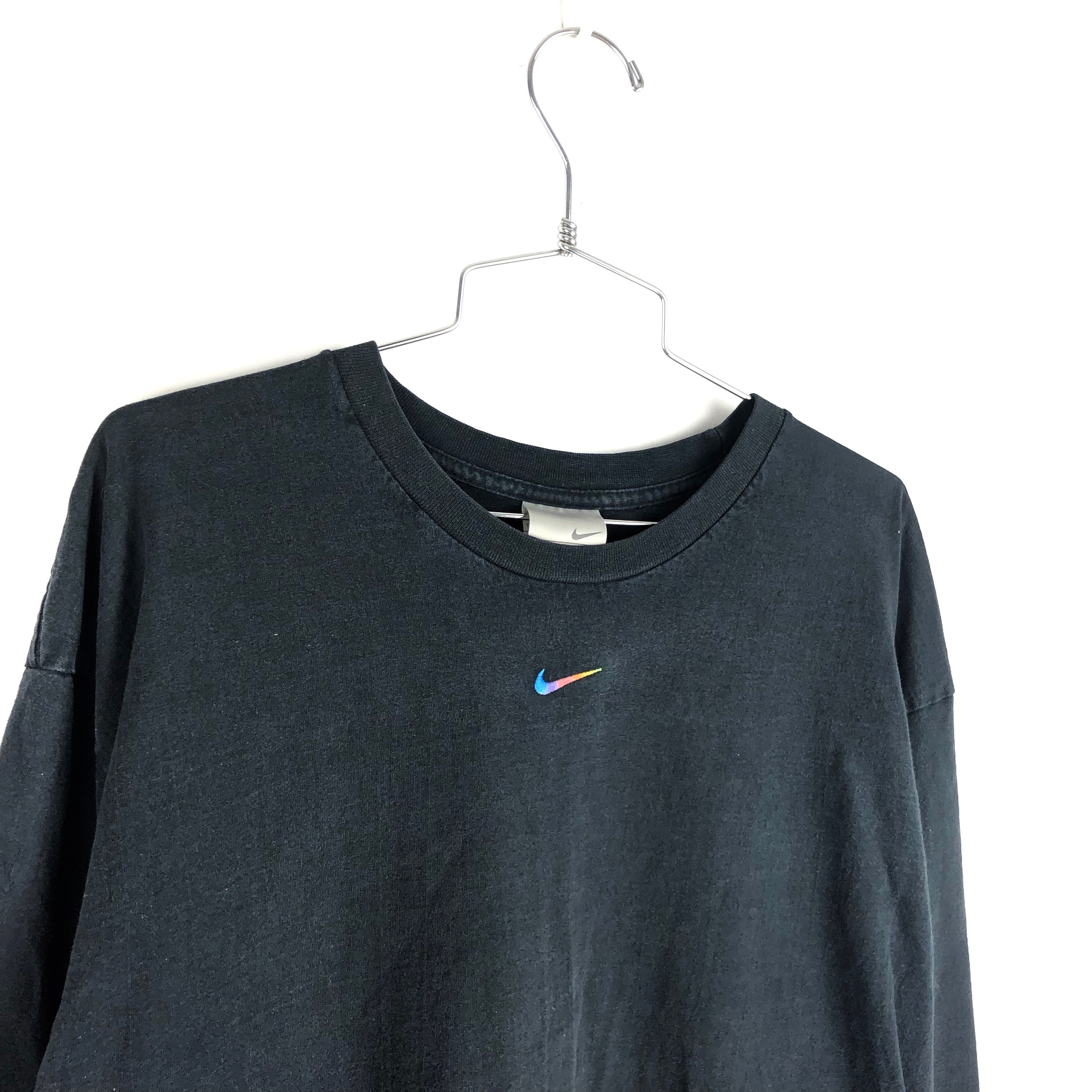 nike t shirt logo in middle
