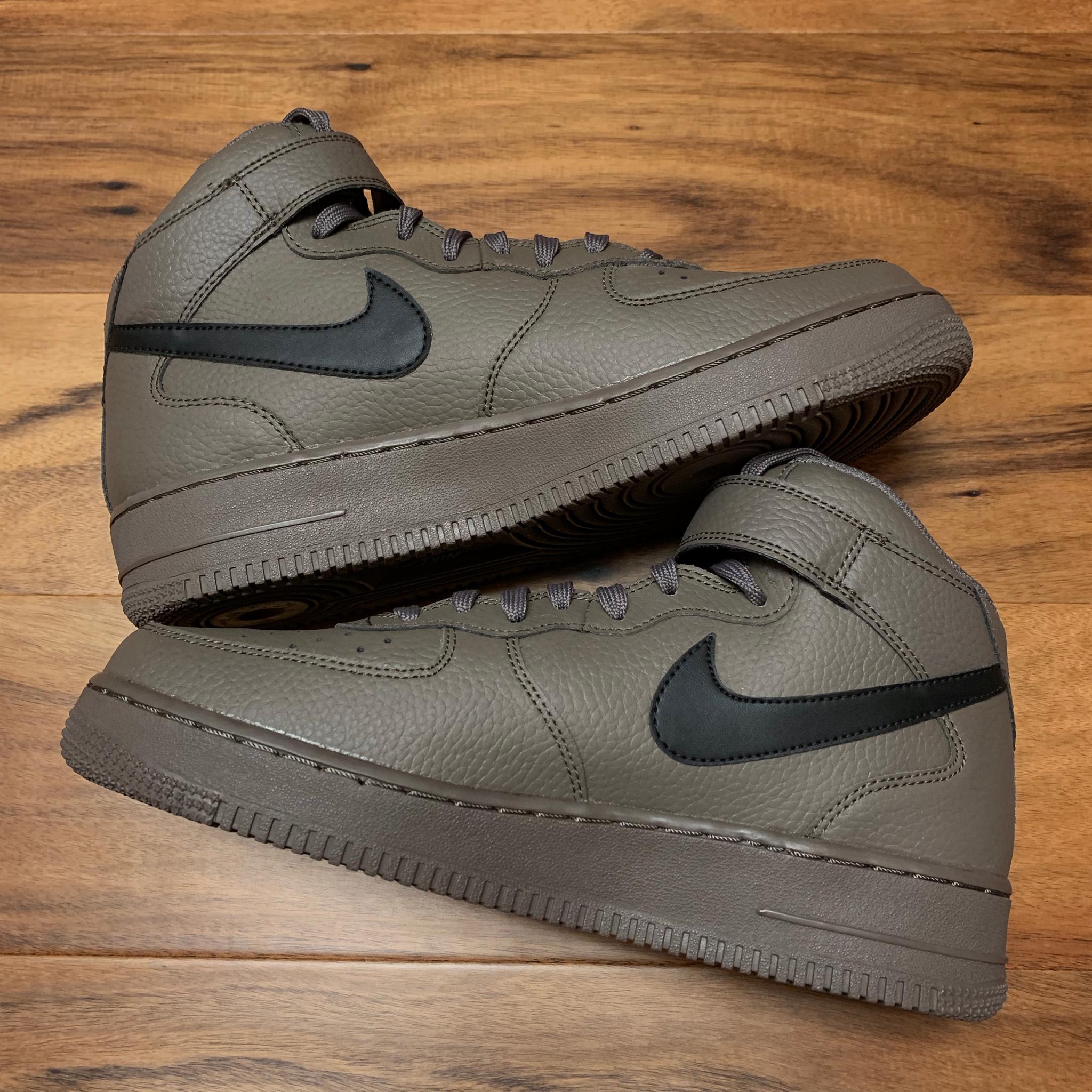 2018 Nike Air Force 1 Mid '07 Ridgerock Black AF1 </p>                     </div>   <!--bof Product URL --> <!--eof Product URL --> <!--bof Quantity Discounts table --> <!--eof Quantity Discounts table --> </div>                        </dd> <dt class=